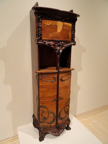An example of an Art Nouveau cabinet