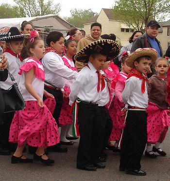 Kids celebrating Cinco de Mayo