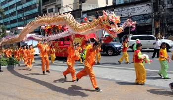performing the dragon dance - Chinese New Year Dragon Dance