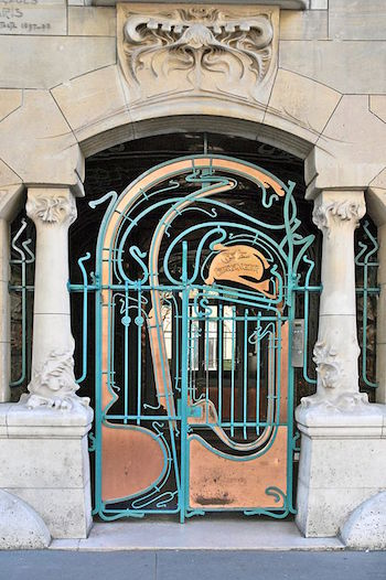 What is art nouveau architecture history overview study entrance gate to castel beranger fandeluxe Gallery