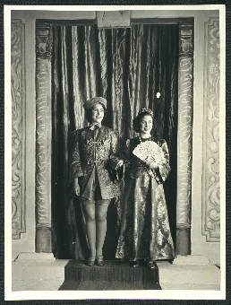 Photo of Princess Elizabeth as Aladdin