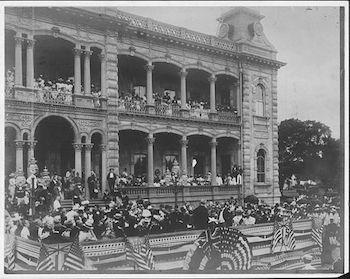 Raising the American flag at Iolani Palace