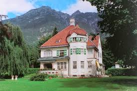 Photo of the Strauss villa