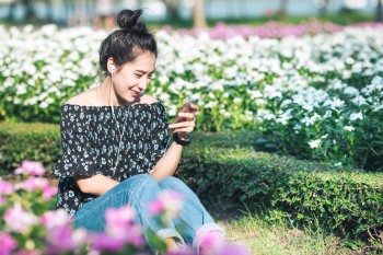This student takes time to smell the roses as she earns college credit on her phone.