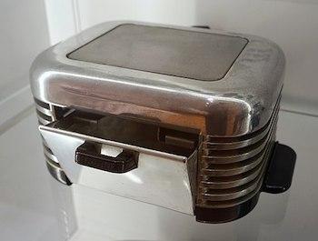 Streamline Moderne Toaster