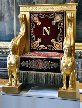 Attirant Napoleon Throne
